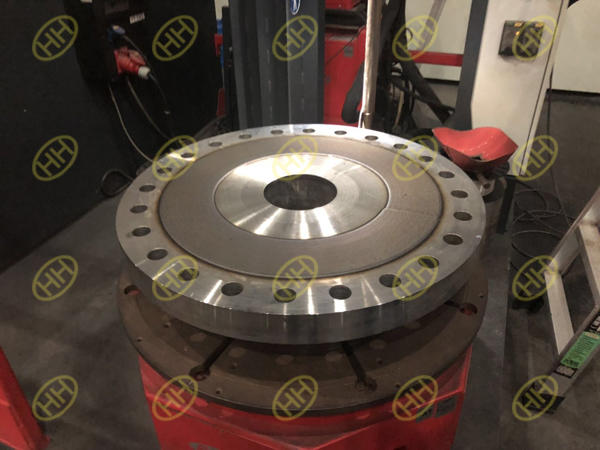 Nicked alloy cladding flanges 825 alloy material weld overlay on the base material ASTM A335 P11